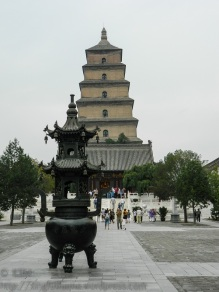 The incense burner starts the vertical line which is continued by the pagoda.