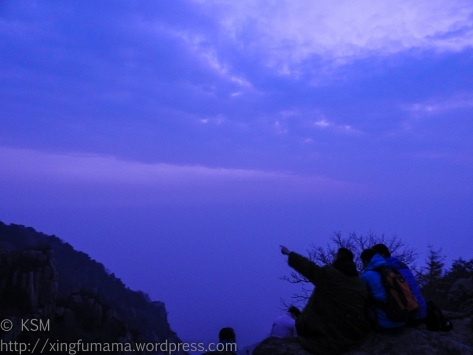Gathering of people to watch Tai Shan sunrise.