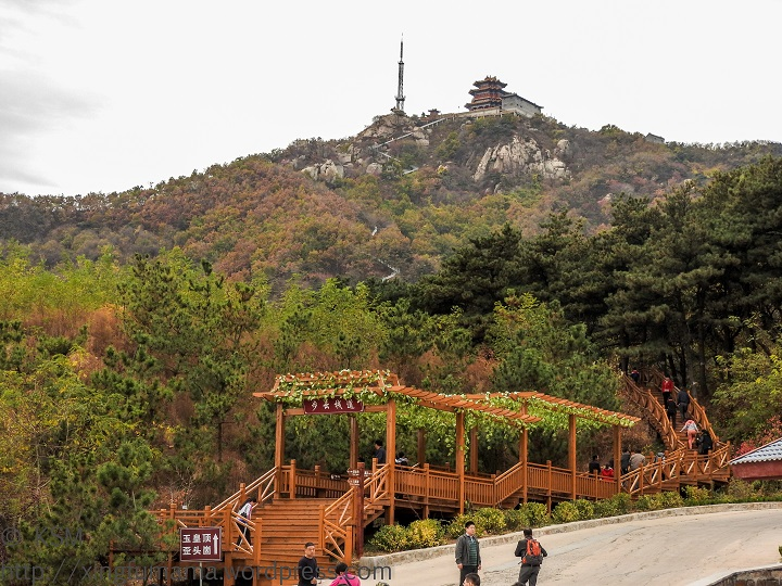 Yishan National Park in Shandong: View looking to the top from the bus stop.