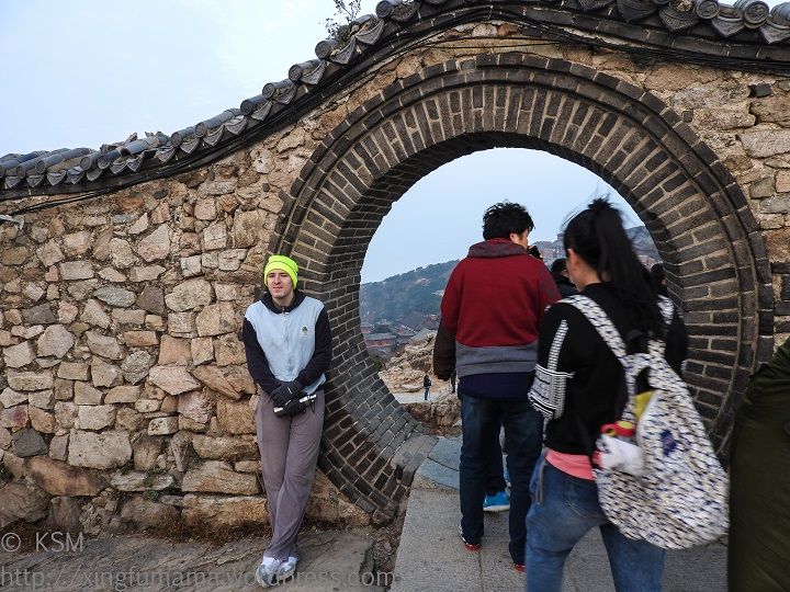 People passing through the eye of the tortoise on Tai Shan.