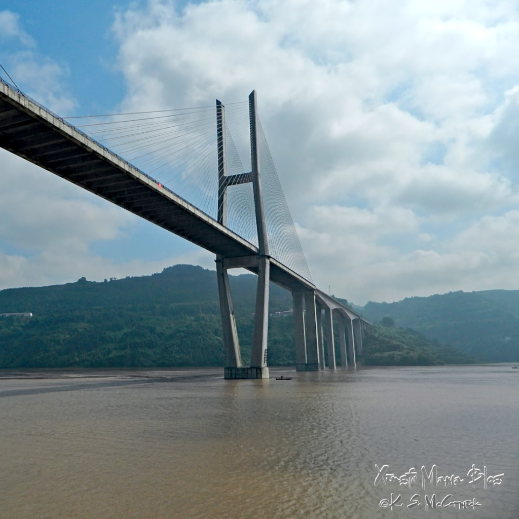 A cable stay suspension bridge downstream from Chongqing city (though still in the Chongqing municipality). The river is full but appears placid.