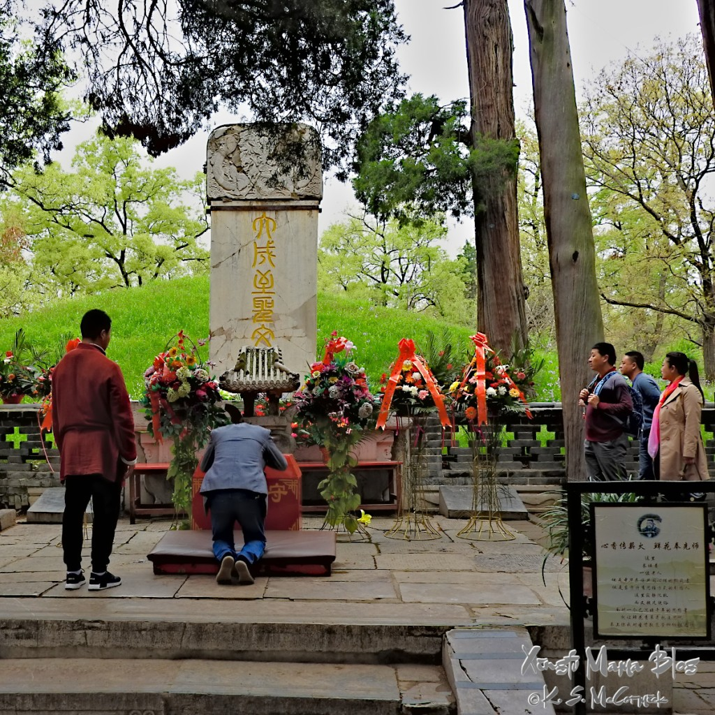 A pilgrim paying homage to Confucius's grave.